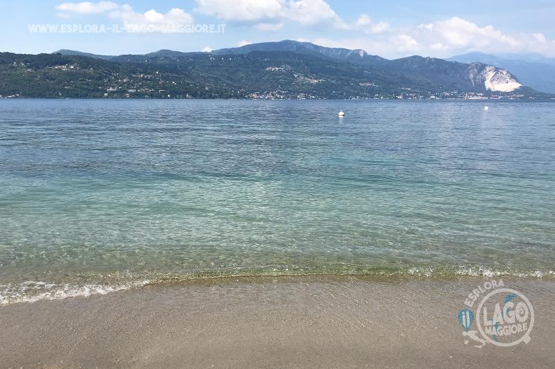 Matrimonio Spiaggia Lago Maggiore : Spiaggia di ceresolo a laveno mombello sul lago maggiore