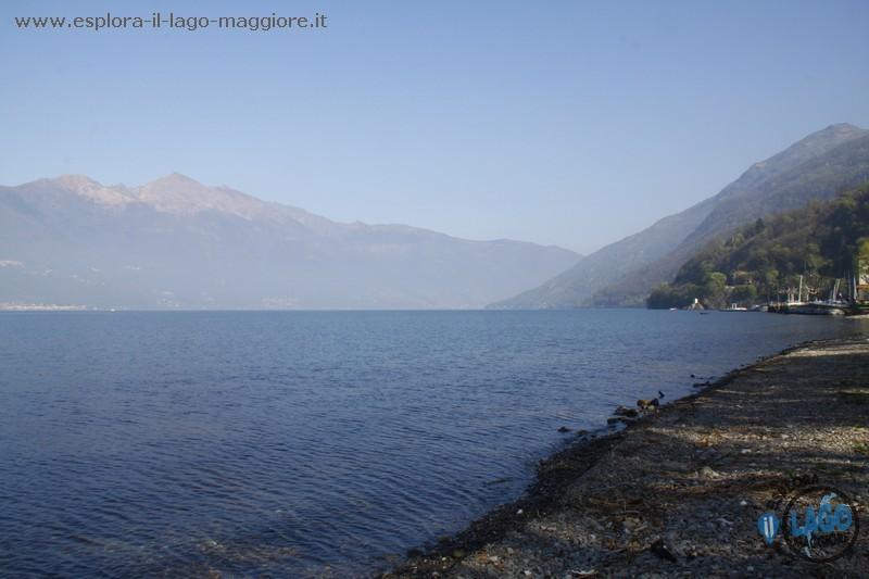 Spiaggia parco giona a maccagno con pino e veddasca sul for Lago con spiaggia vicino a milano