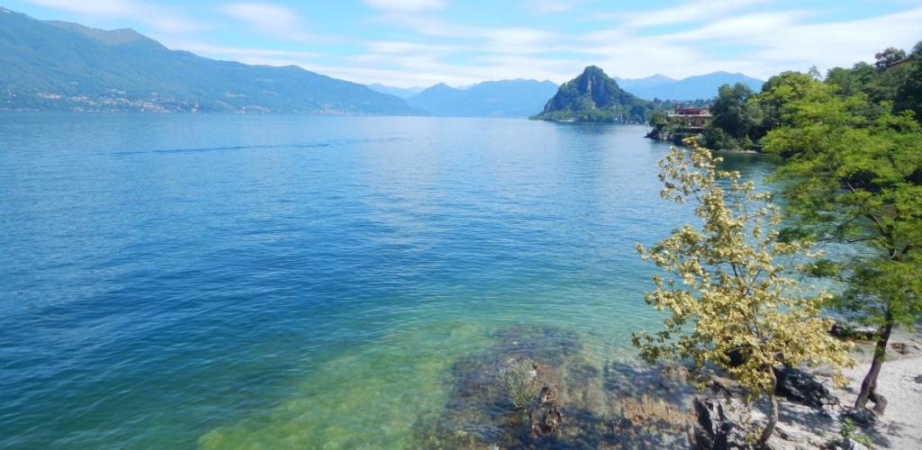 Matrimonio Spiaggia Lago Maggiore : Spiaggia arcate a castelveccana sul lago maggiore